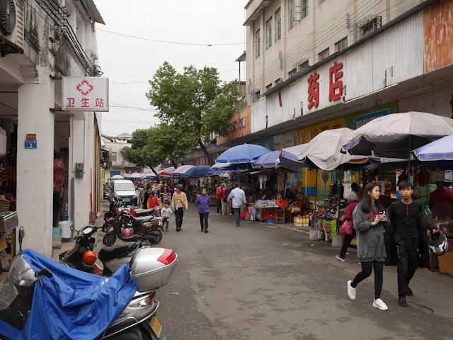 people walking on Jiefang Middle Road in Yunfu