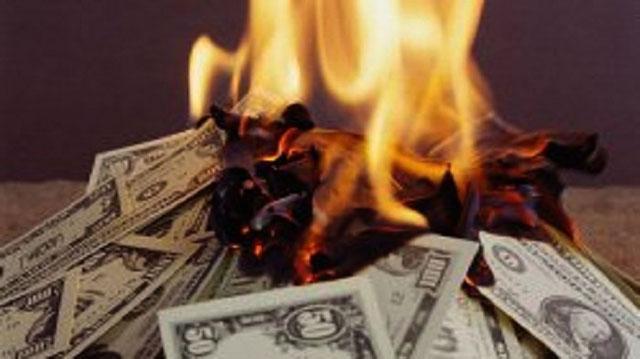 Escobar Pernah Membakar Uang Jutaan Dollar untuk Api Unggun
