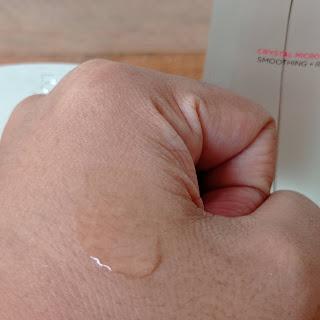 Tekstur L'Oreal Paris Revitalift Micro-Essence cair seperti air