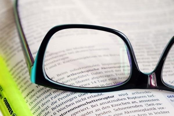 Até 2050 cerca de 50% da população mundial vai precisar de óculos, e a grande culpada é a tecnologia
