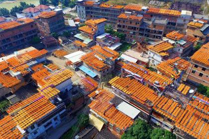 Heboh! Atap Rumah Di Desa Ini Bermetamorfosis Oranye