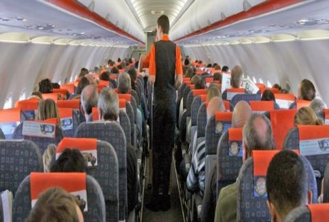 Το γνωρίζατε αυτό; Γιατί υπάρχουν αναγκαστικά τασάκια στα αεροπλάνα αφού απαγορεύεται το κάπνισμα;
