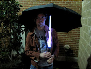 sumber gambar : http://www.toxel.com/tech/2009/09/09/12-fun-and-creative-umbrellas/