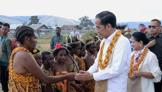 Jokowi Akan Naikkan Pangkat Kapolda Paulus Jika Papua Aman