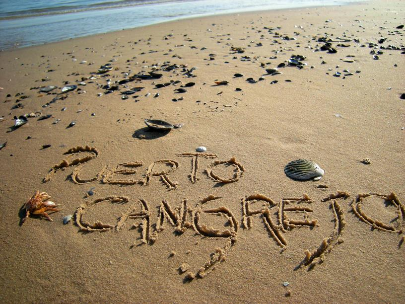 Te Amo Escrito En La Playa De Arena: Puerto Cangrejo: Escrito En La Arena / Written On The Sand