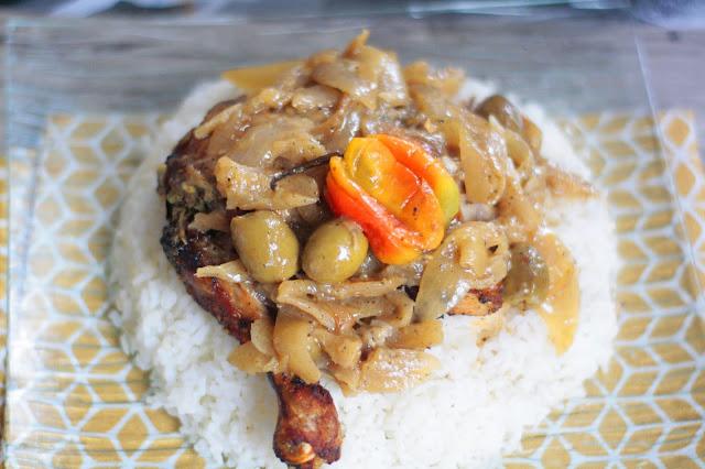 Le Yassa poulet sénégalais : Cuisine, riz, blanc, poulet, citron, oignon, yassa, plat, sénégalais, crudités, décoration, exotique, repas, LEUKSENEGAL, Dakar-Sénégal, Afrique