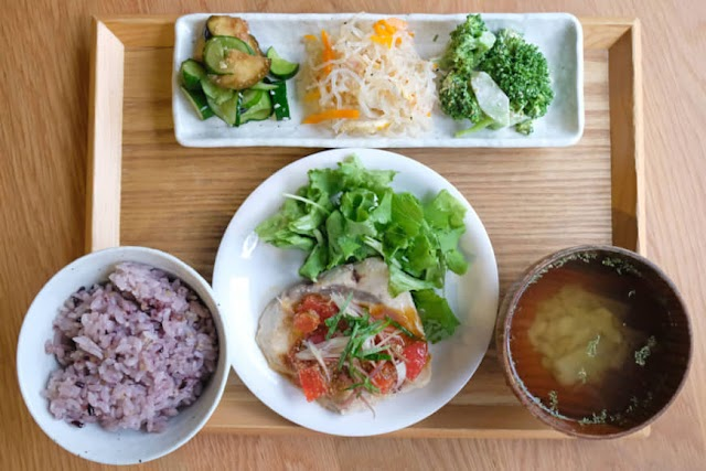Tiny Peace Kitchen: Lunch like mom used to make it