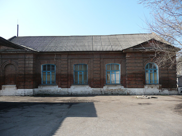 Славянск. Служебное здание железнодорожной станции Славянск-Ветка