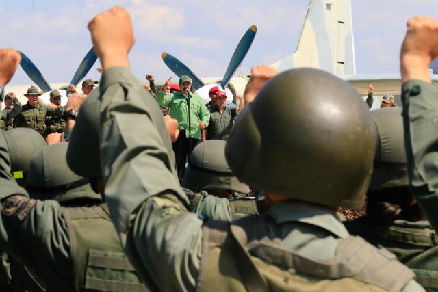 Análisis: La columna militar que sostiene a Maduro