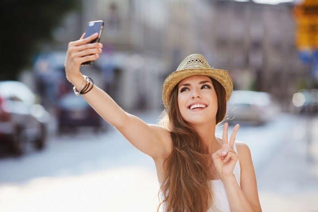 Jika Perempuan Selfie lalu Fotonya Diunggah ke Medsos, Bagaimana Hukumnya Dalam Islam