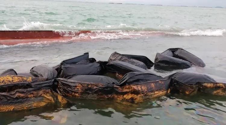 Perairan Batam Tercemar Limbah Minyak dari Kapal Tenggelam