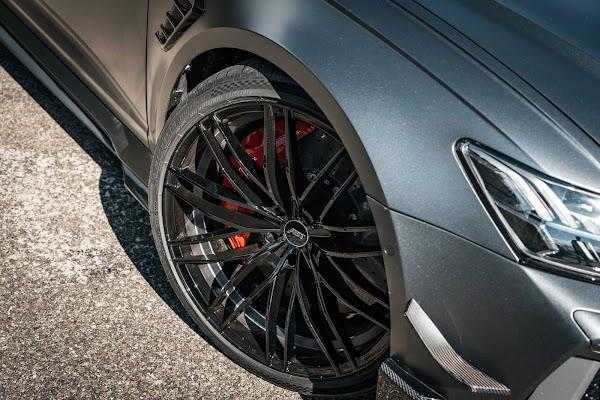 Audi RS6 Avant com rodas de 22 polegadas