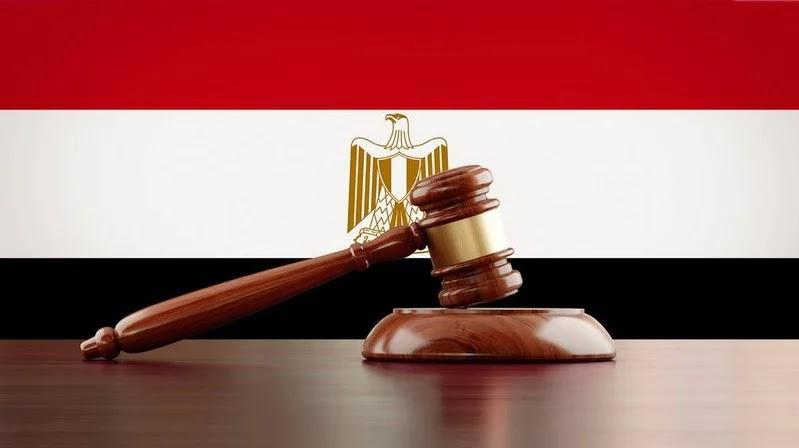 واقعة غير مسبوقة.. قاض مصري يصدر حكماً ضد نفسه بسبب رنين هاتفه