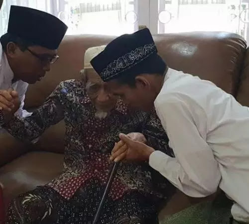 Sowan ke Mbah Moen, Ustadz Abdul Somad Dinasihati soal Ini