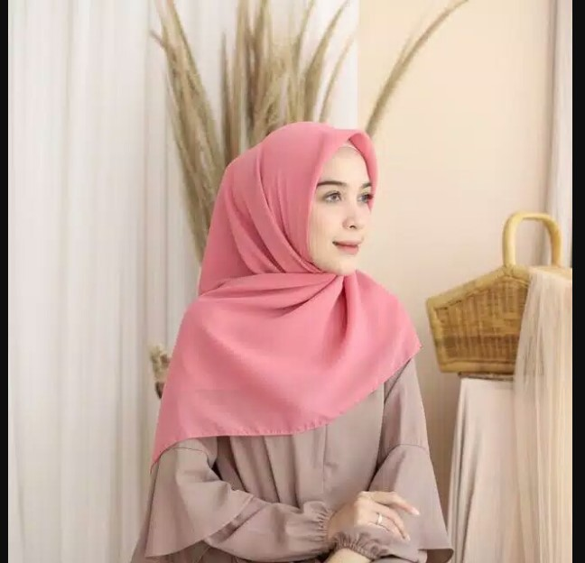 Feminine Touch with Dusty Pink Hijab