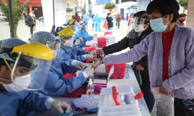 """Presidente Vizcarra: """"Ha disminuido nivel de contagio, pero el virus sigue presente"""""""