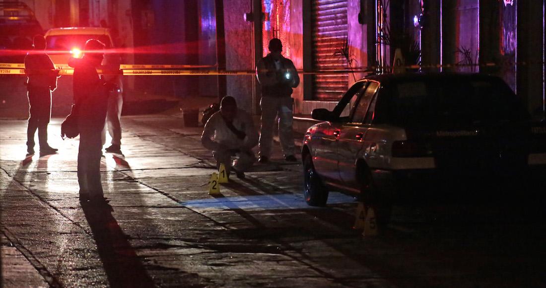 Fuerte enfrentamiento entre policías y sicarios en Temixco, Morelos, deja seis ejecutados.