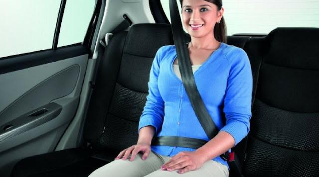 Xử phạt người ngồi ghế sau ô tô 'không thắt dây an toàn'