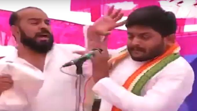 Congress Neta Hardik Patel ko Chunav parchar ke waqt kisne mara Thappad
