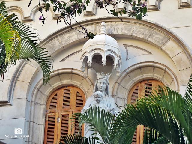 Close-up das estátuas da fachada do Colégio Nossa Senhora de Sion - Higienópolis - São Paulo