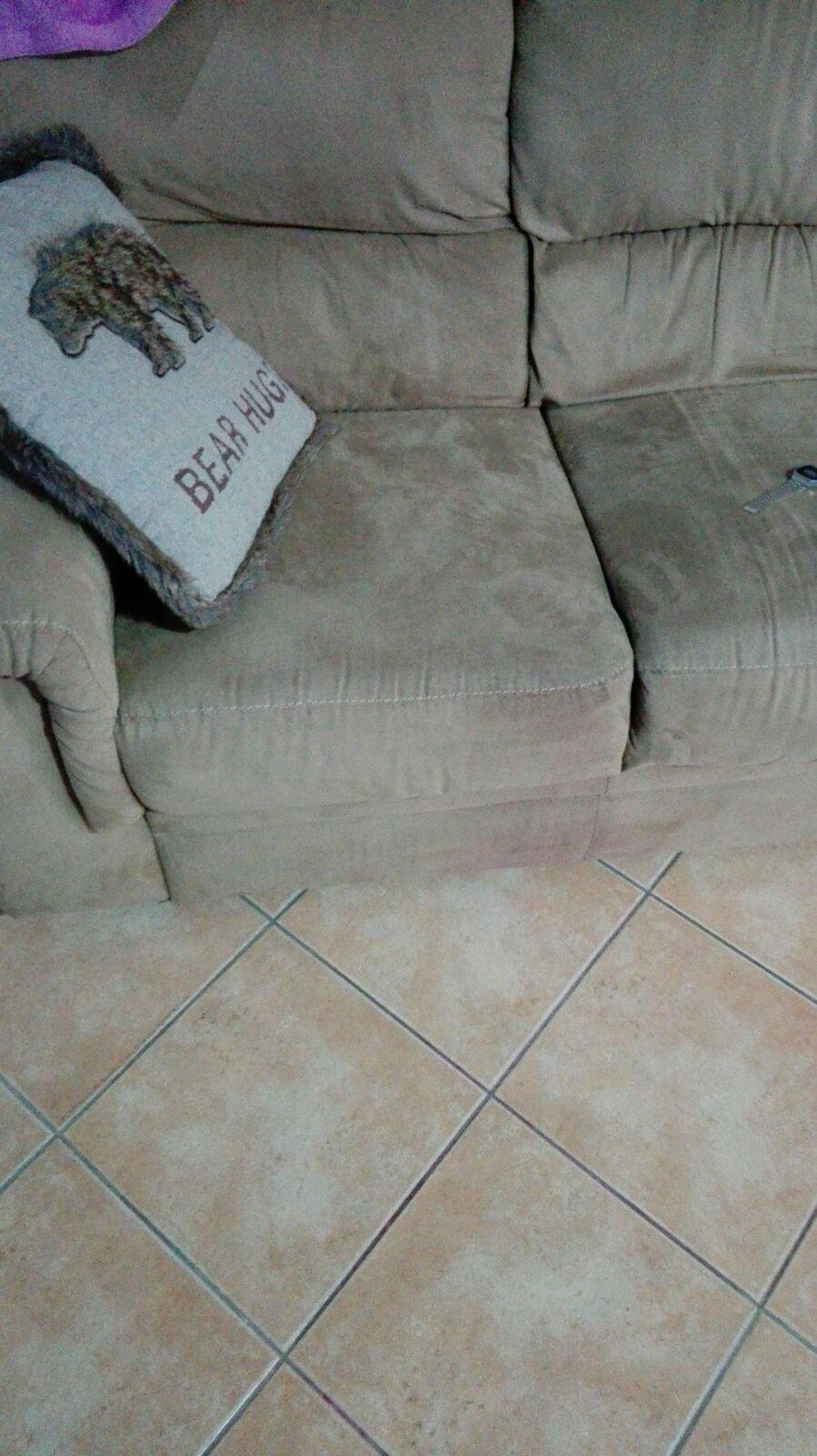 low priced d64b9 07d82 Come togliere le macchie di smalto dal divano