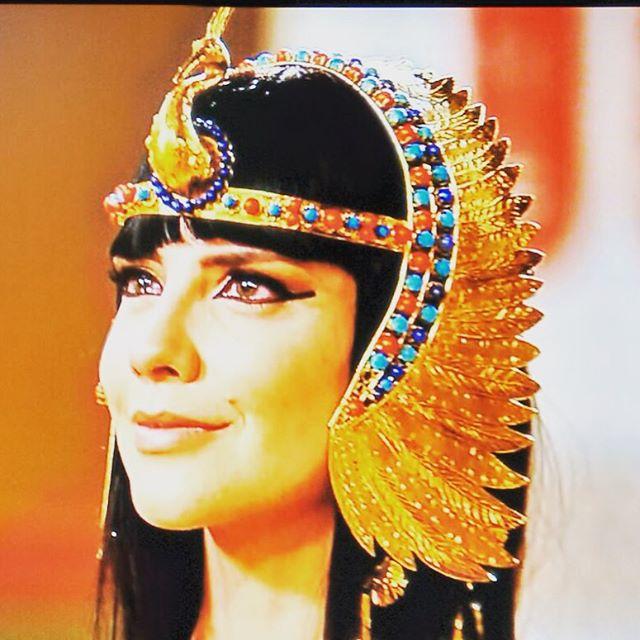 Nefertari (Camila Rodriguez) Os dez amandamentos coroa, figurino