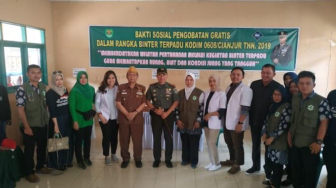 Dandim 0608 Cianjur Letkol Inf Rendra Dwi Ardhani Bersama Para Veteran, Kegiatan Bakti Sosial, Dalam Rangka HUT ke-74 TNI.
