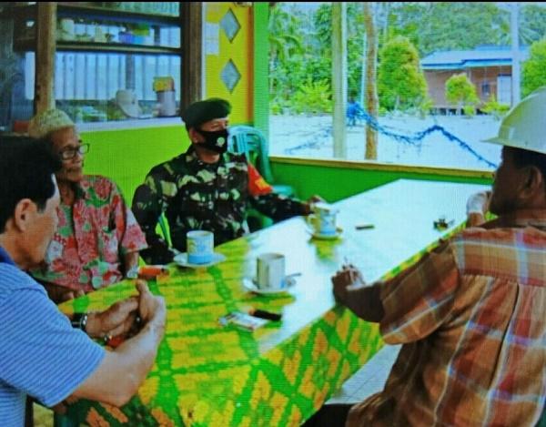 Jelang Pilkada Serentak, Personel TNI Gelar Komsos di Desa Ceruk