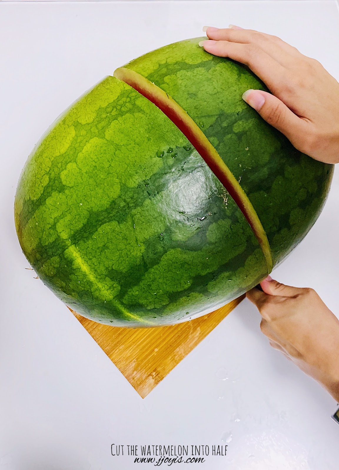 cutting watermelon, homemade, watermelon soju, unflavoured soju, watermelon vodka, easy recipe, subak soju, subak-soju, watermelon bowl