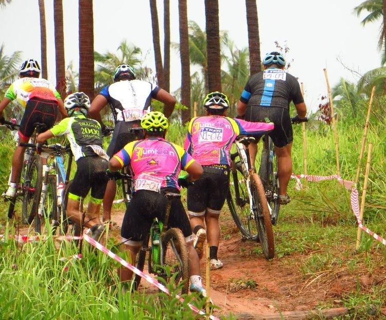 толпа с велосипедами