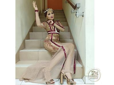 FOTO 2 : JAMILA Subang  BP5  Gaun Glamornya saat tampil di 4 Besarduet dengan Inul Daratista