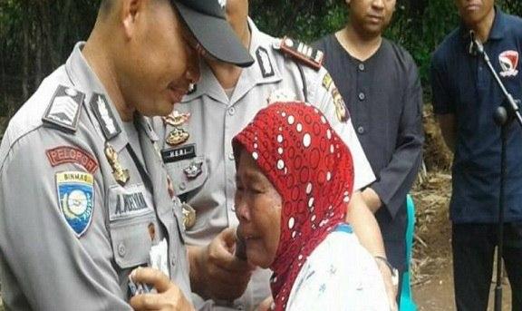 Hibahkan Tanahnya Untuk Warga Miskin, Polisi Ini Pantas Dijadikan Teladan