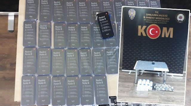 Urfa'da Kaçak telefon ve sigara ele geçirildi
