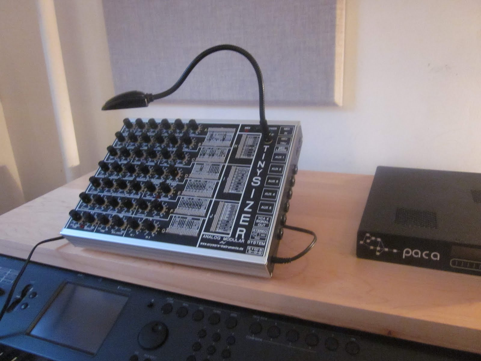 Very Simple Oscillator 7700 Hz Electronics And Computer System