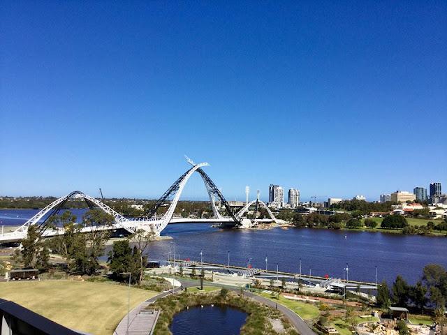 Keunikkan bentuk Matagarup Bridge.