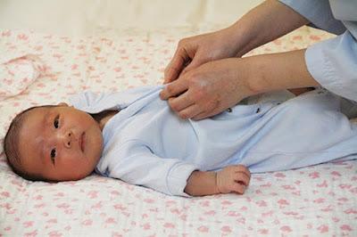 tục xin áo quần cũ cho trẻ sơ sinh