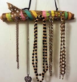 http://un-mundo-manualidades.blogspot.com.es/2013/11/porta-accesorios-reciclado-manualidades.html