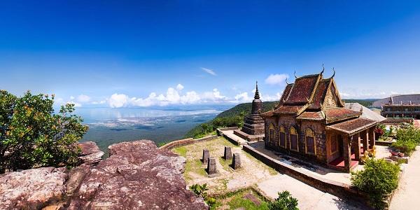 Quanh cảnh thanh bình và tuyệt đẹp của Wat Sampow Pram