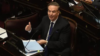Rumores, presiones y negociaciones en una noche extensa y con cierto dramatismo en el Senado