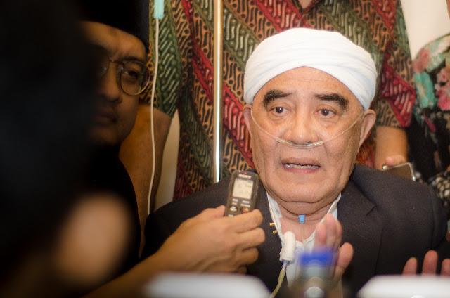 Dengan Selang Infus, Kiai Bondowoso Bersaksi Tentang Habib Salim