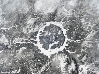 مكان سقوط الكويكب الذي ارتطم بشبه جزيرة يوكاتان, انقراض الديناصورات, لغز انقراض الديناصورات