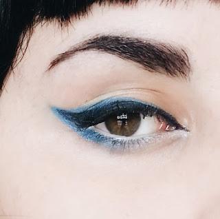 delineado gatinho azul e preto