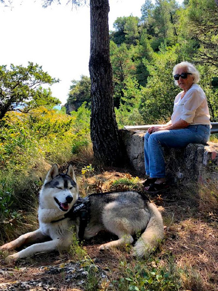Mercè Palau i Baquero con su perro