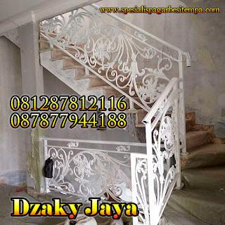 model railing tangga besi tempa, railing tangga klasik, railing tangga besi ulir (11)