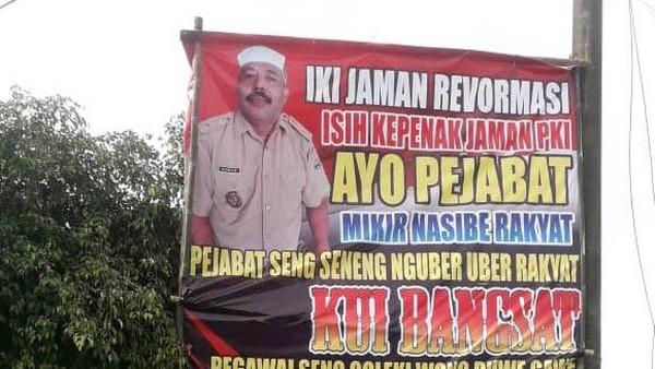"""Beredar Baliho Bertulis """"Enak Zaman PKI"""""""