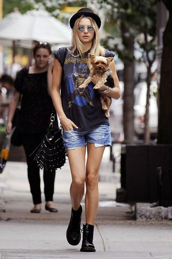 Look rocker short jeans e camiseta Iron Maiden