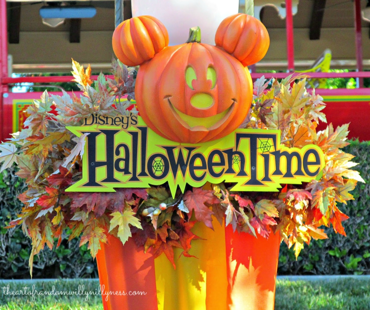 the art of random willy-nillyness: halloween time at disneyland and