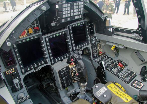 Aermacchi M-346 cockpit