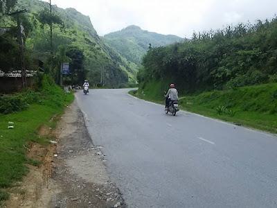 ベトナム・サパまでの山道