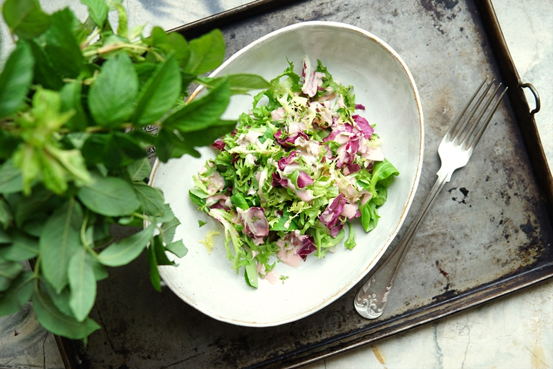 mansikka, salaattikastike, kesäsalaatti
